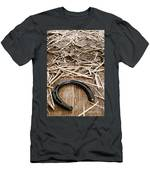Horseshoe On Barn Floor Men's T-Shirt (Athletic Fit)