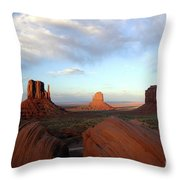 0583 Moument Valley Throw Pillow