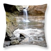 0941 Cascade Falls - Matthiessen State Park Throw Pillow