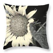 Blumen Throw Pillow