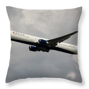 Delta Airlines B-767-400 Throw Pillow