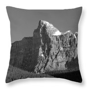 1m3621-bw-v-outlier Of Mt. Murchison Throw Pillow