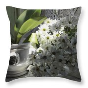 Le Mie Margherite Throw Pillow