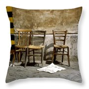 3 Sedie Pennellate Throw Pillow