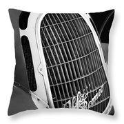1935 Alfa Romeo 8c-35 Grille Emblem -0006bw Throw Pillow