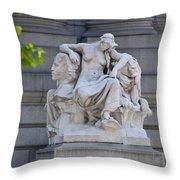 Africa Statue - New York City Throw Pillow