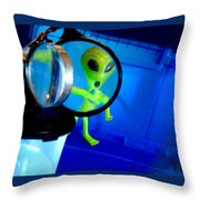 Alien Discovers A True Passion For Legitimate Musical Theatre And Belting Showtunes Throw Pillow