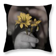 Carlee's Daisy Throw Pillow
