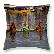 Cartoon - Ladies On A Wooden Boat On The Dal Lake With The Background Of Hoseboats Throw Pillow