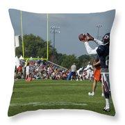 Chicago Bears Wr Armanti Edwards Training Camp 2014 08 Throw Pillow