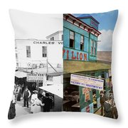 City - Ny - The Bowery 1900 - Side By Side Throw Pillow