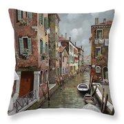colazione a Venezia Throw Pillow