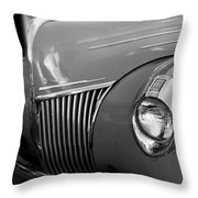 De Luxe Throw Pillow