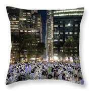 Diner En Blanc New York 2013 Throw Pillow
