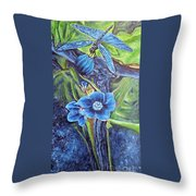 Dragonfly Hunt For Food In The Flowerhead Throw Pillow
