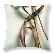 Dry Leaves Detail Long Throw Pillow