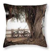 Escapar De Mis Realidades Throw Pillow