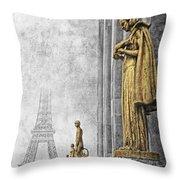 femmes de Paris Throw Pillow