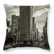 Flatiron Building - Black And White Throw Pillow