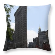 Flatiron Building - Manhattan Throw Pillow