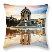 Fontana Et Enchantee Throw Pillow