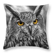 Great Horned Owl V9 Throw Pillow