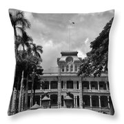 Hawaii's Iolani Palace In Bw Throw Pillow