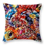 Imbratisarea Curcubeului Throw Pillow