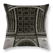 In Triomphe Throw Pillow