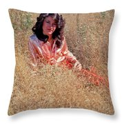 Lady In The Grass - Vert Throw Pillow