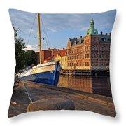 Landskrona Se 202 Throw Pillow
