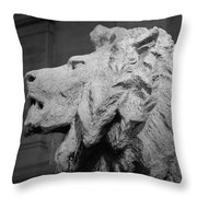Lion Of The Art Institute Chicago B W Throw Pillow