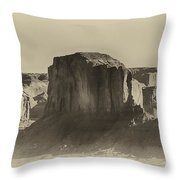 Monument Valley -utah V16 Throw Pillow