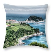 Mouse On The Sea Throw Pillow