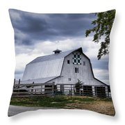 Nine Patch Quilt Barn Throw Pillow