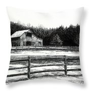 Old Barn In Franklin Tennessee Throw Pillow