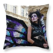 Papillion Femme Throw Pillow