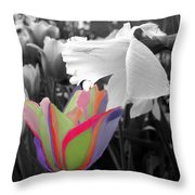 Quilted-look Tulip Gets A Nod From A Daffodil Throw Pillow