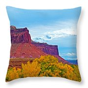 Red Sandstone Formations Going Into Needles District Of Canyonlands National Park-utah Throw Pillow