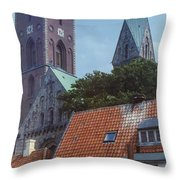 Ribe Catedral  Throw Pillow