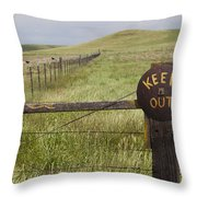 Rusty Keep Out Sign On Fence - California Usa Throw Pillow