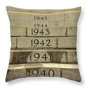Singapore Cenotaph Monument Yearly Steps For World War Two Throw Pillow