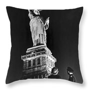Statue Of Liberty On V-e Day Throw Pillow