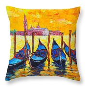Sunrise In Venice Italy Gondolas And San Giorgio Maggiore Throw Pillow