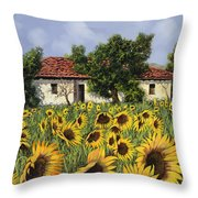 Tanti Girasoli Davanti Throw Pillow