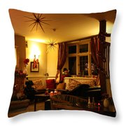 The George Inn Middle Wallop Throw Pillow
