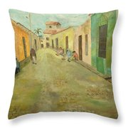 una calle en Trinidad  Throw Pillow