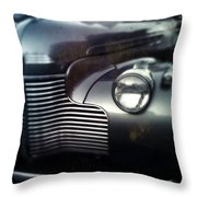 V8 Grill In Gray Throw Pillow