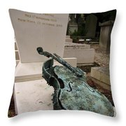 Violen Sculpture In Pere Lachaise Cemetery Throw Pillow