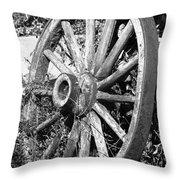 Wagon Wheel - No Where To Go - Bw 01 Throw Pillow